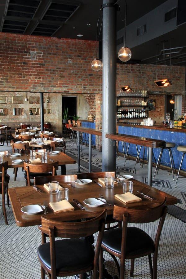 有趣的饭厅在最近被更新的餐馆和旅馆,老77旅馆和蜡烛类,新奥尔良, 2016年 免版税库存照片