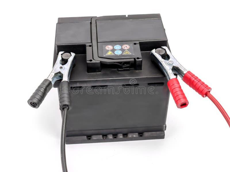 有跨接电线的汽车电池 免版税库存图片