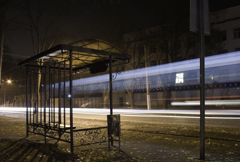 Download 有轨电车终止。 库存照片. 图片 包括有 外部, 印象深刻, 黄昏, 现代, 危险, 旅途, 商业, 胡同 - 22351312