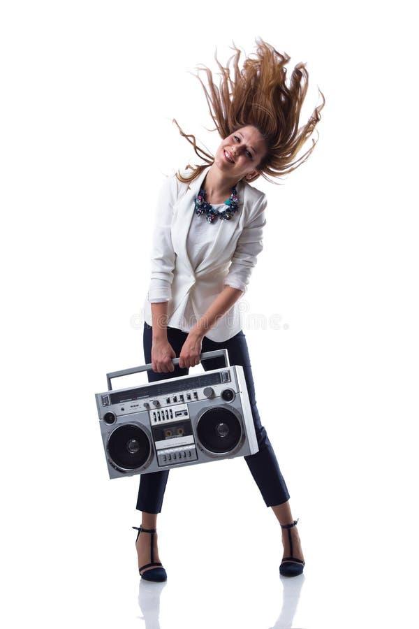 有转臂箱的可爱的年轻凉快的Hip Hop舞蹈家 免版税库存照片