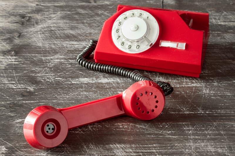 有轮循拨号的红色电话 免版税库存照片