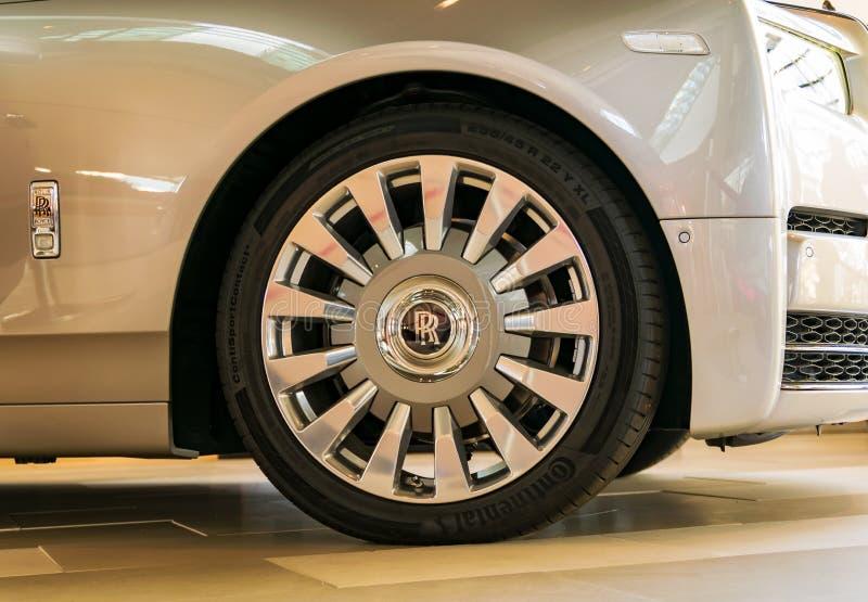 有轮胎的一个原始的劳斯莱斯合金轮子在BMW鞭痕在慕尼黑,巴伐利亚- 1月19,2019 免版税图库摄影