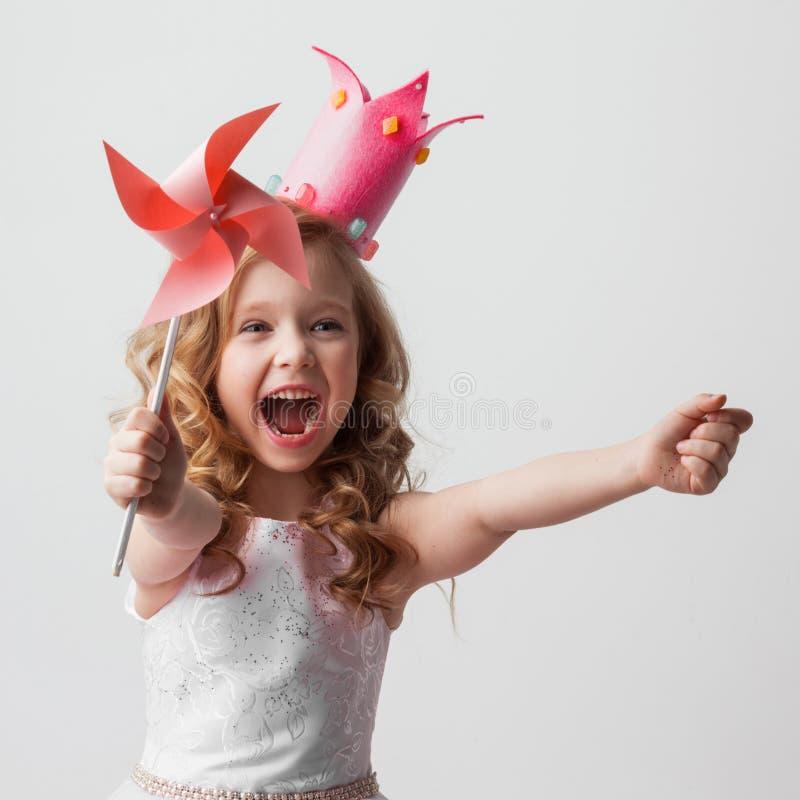 有轮转焰火的公主女孩 免版税库存照片