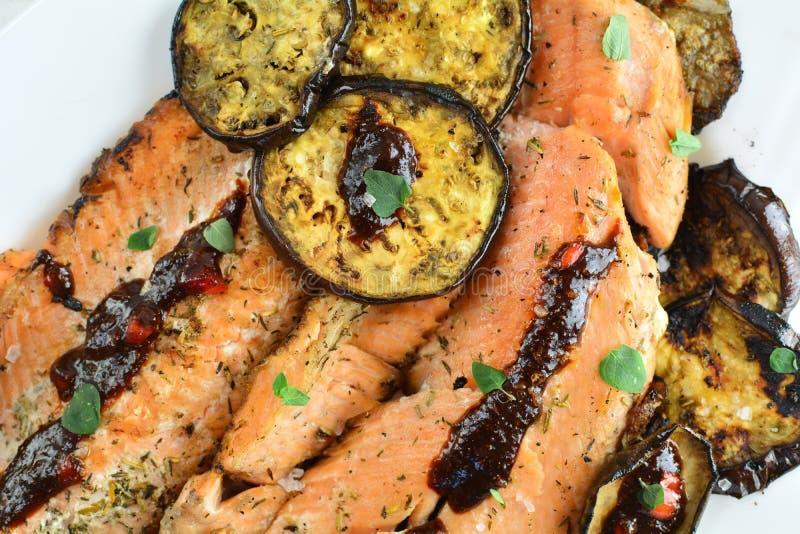 有辣酱的-整个食谱准备鳟鱼内圆角 免版税库存图片