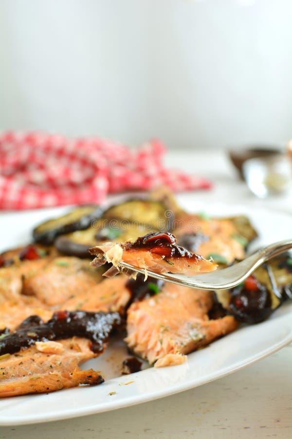 有辣酱的-整个食谱准备鳟鱼内圆角 免版税库存照片