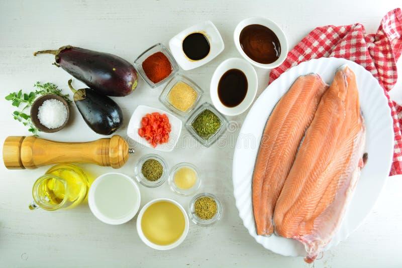 有辣酱的-整个食谱准备鳟鱼内圆角 库存图片