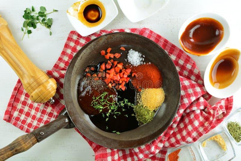 有辣酱的-整个食谱准备鳟鱼内圆角 免版税图库摄影