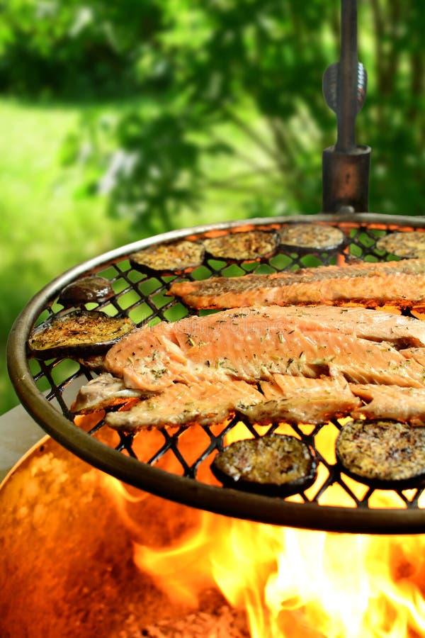 有辣酱的-整个食谱准备鳟鱼内圆角 库存照片