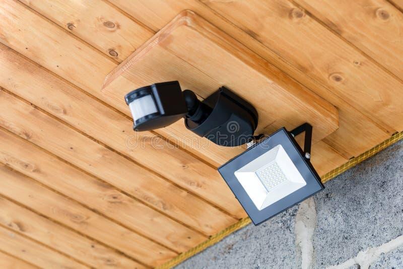 有运动传感器的被带领的室外灯笼 防水diod街灯 电储款 免版税库存照片