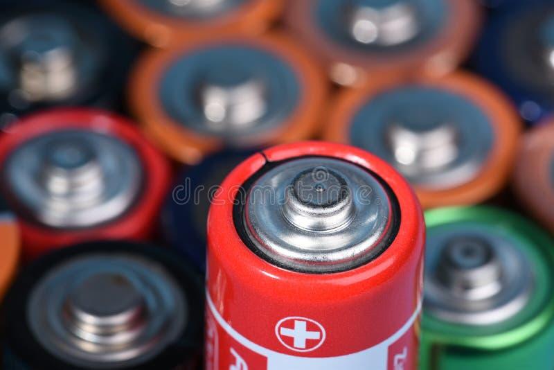 有选择聚焦的碱性电池在唯一一个 免版税库存图片