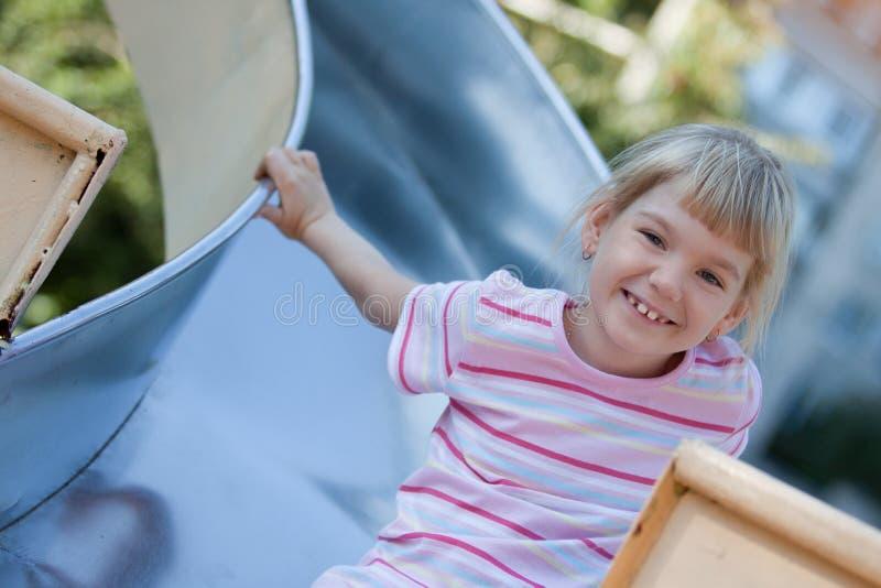 Download 有逗人喜爱的乐趣的女孩 库存图片. 图片 包括有 beautifuler, 生活方式, 有效地, 少许, 女孩 - 22358533