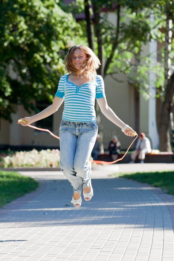 有逗人喜爱的乐趣的女孩 免版税库存图片