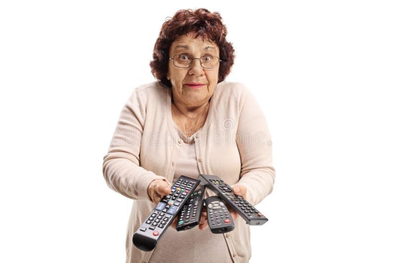 有遥控的迷茫的年长妇女 免版税库存照片