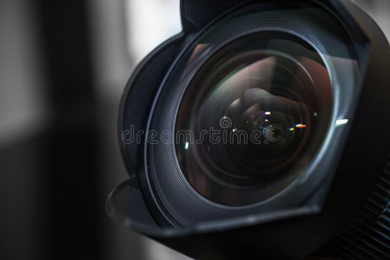 有遮光罩的,树荫广角镜头 免版税库存照片