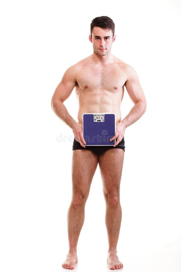 有重量缩放比例的健康年轻人   免版税库存照片