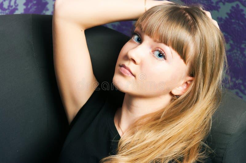 有金头发的女孩 免版税库存照片