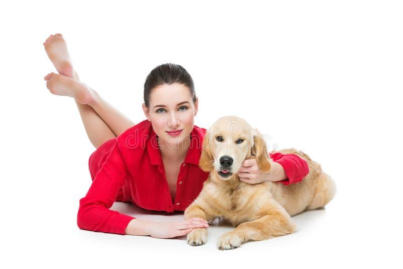 有金毛猎犬狗的女孩 图库摄影