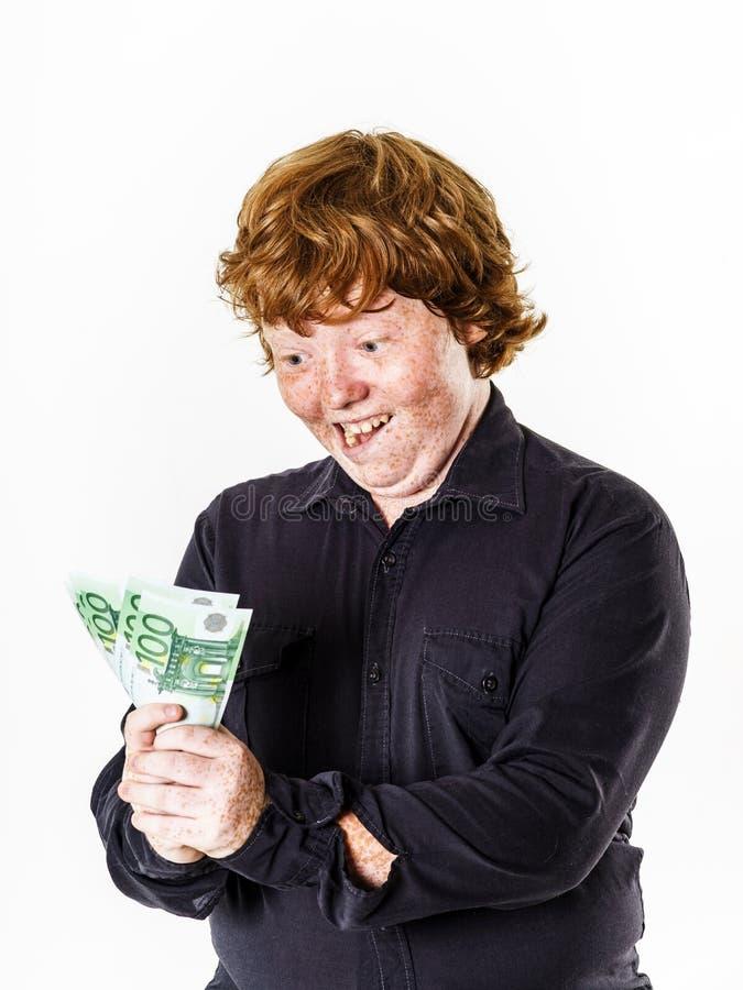 有金钱的愉快的红发男孩 免版税库存图片