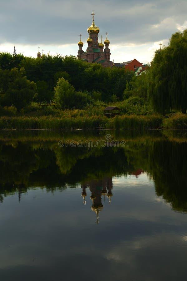 有金黄圆顶的基督徒寺庙 库存图片