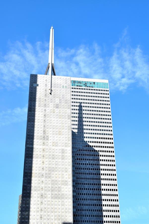 有针对性的上面的大摩天大楼 免版税库存照片