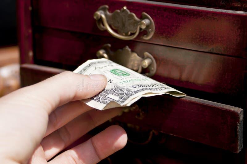 有钞票的手 免版税库存照片