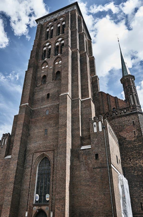 有钟楼的哥特式砖教会. 波兰, 不列塔尼的.图片