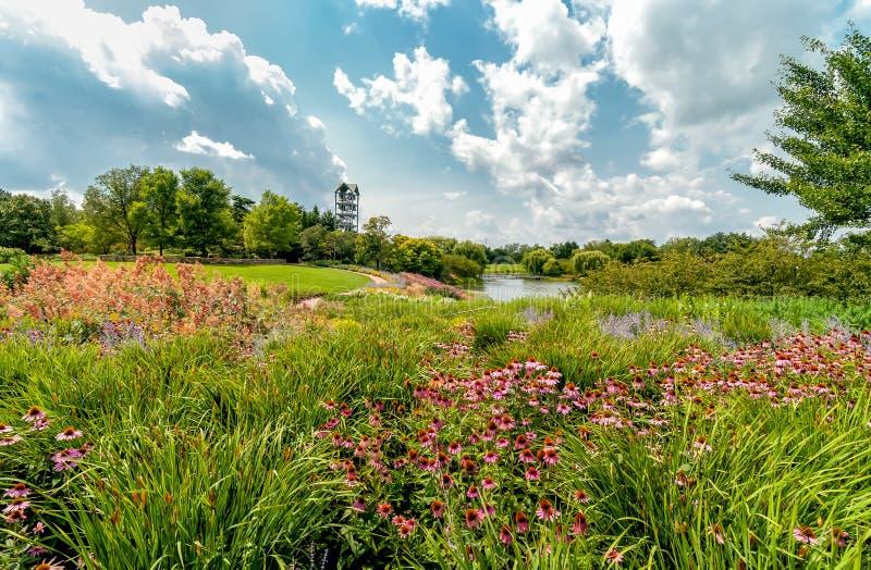 有钟琴钟楼的海岛在芝加哥植物园,格伦克,美国 库存图片