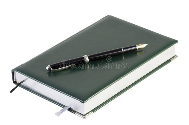 有钢笔的笔记本 库存图片