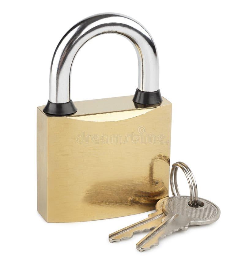 有钥匙的闭合的挂锁在白色 免版税库存照片