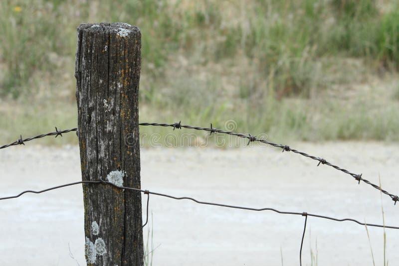 有铁丝网的篱芭岗位 库存图片