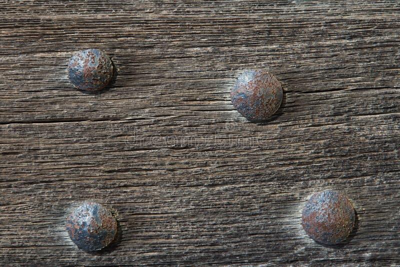 有铁的老木门钉牢老为背景或纹理 库存图片