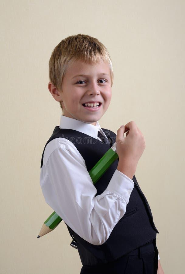 有铅笔的勇敢的男小学生 免版税图库摄影