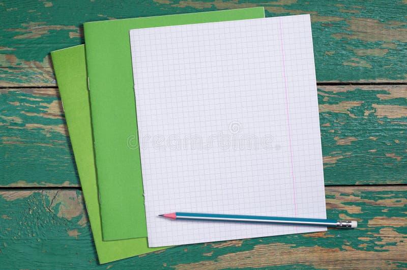 有铅笔的学校笔记本 图库摄影