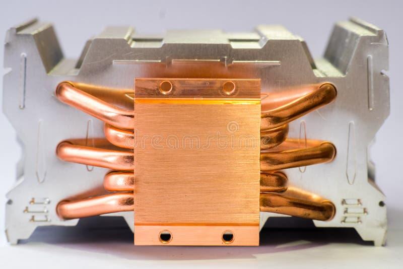 有铜热导管特写镜头的铝幅射器与气冷的美好的bokeh概念中央处理机 库存图片