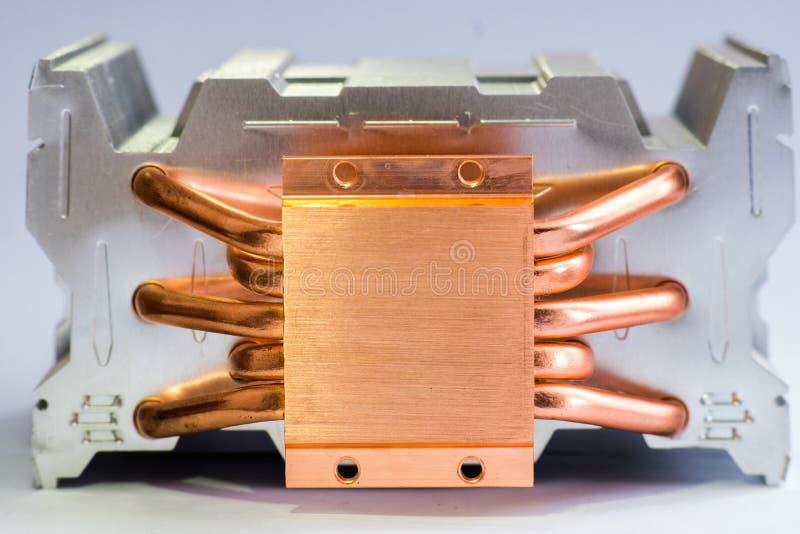 有铜热导管特写镜头的铝幅射器与气冷的美好的bokeh概念中央 库存图片