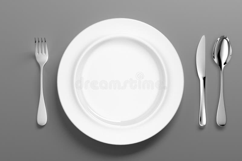 有银色利器的-例证白色瓷餐具 皇族释放例证