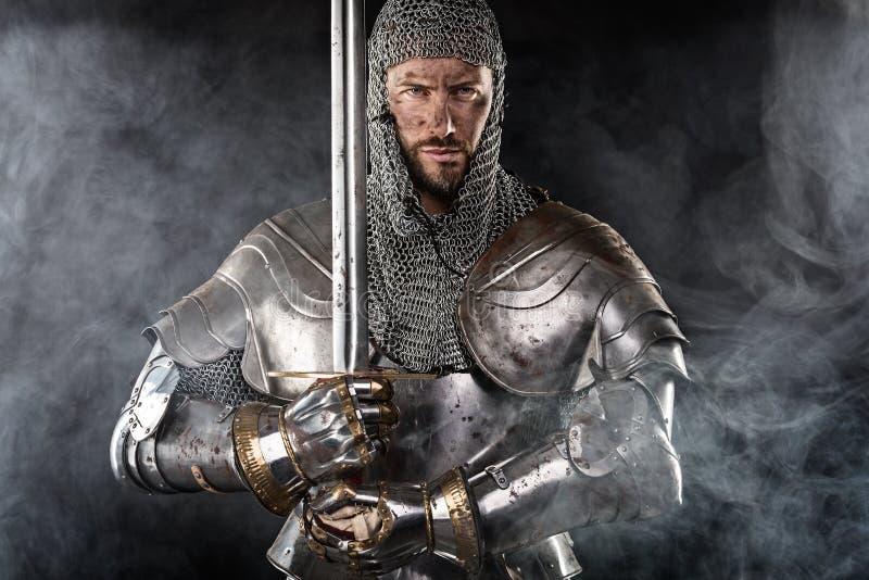 有锁子甲装甲和剑的中世纪战士 免版税库存照片