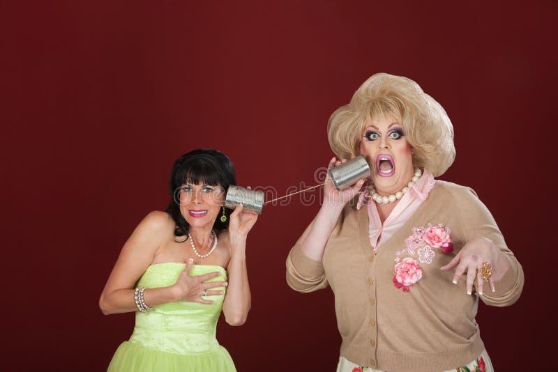 有锡罐电话的妇女 库存图片