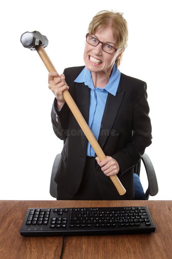有锤子的办公室工作者 免版税库存照片