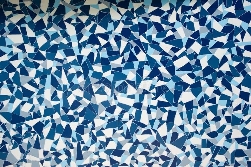 有镇压墙壁背景纹理的岩石石头蓝色被绘的对称装饰瓦片 免版税图库摄影