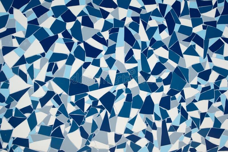 有镇压墙壁背景纹理的岩石石头蓝色被绘的对称装饰瓦片 库存图片