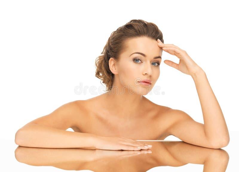 有镜子的妇女 库存照片