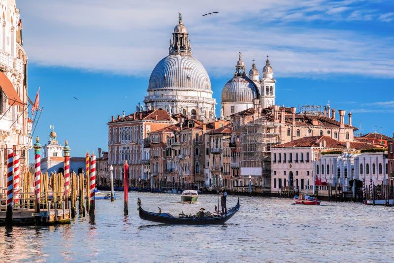 有长平底船的大运河在威尼斯,意大利 库存图片
