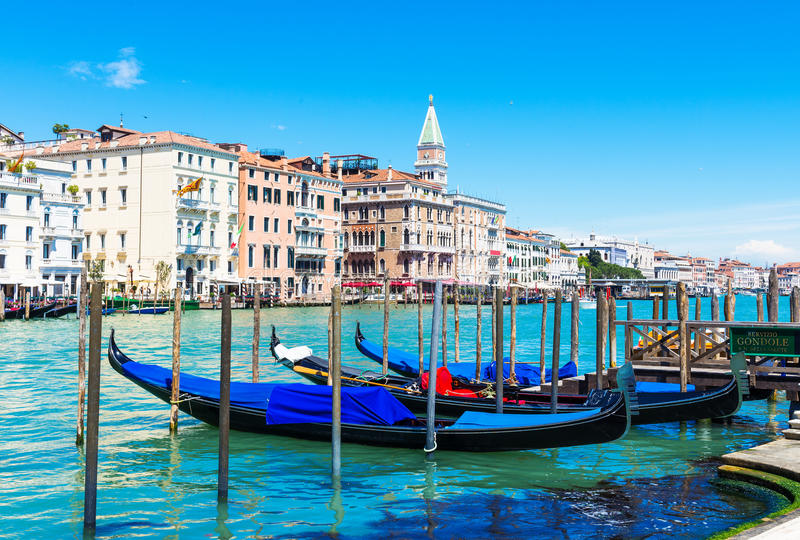 有长平底船的大运河在威尼斯 免版税库存图片