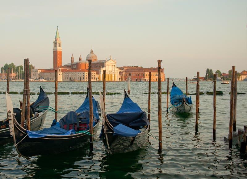 有长平底船的威尼斯在大运河 免版税图库摄影