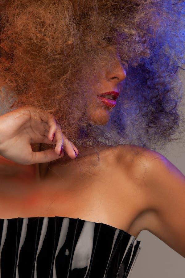 有长的卷发的妇女 免版税库存照片