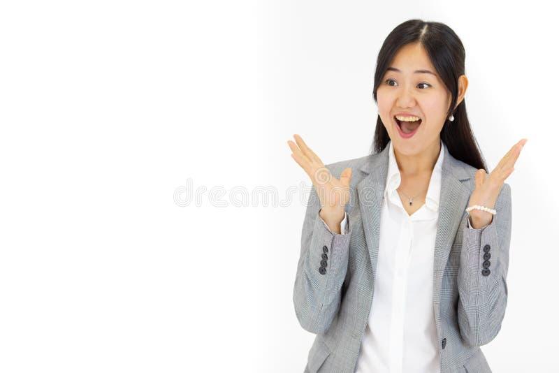 有长的头发的美丽的迷人的亚裔女孩有一好惊奇 免版税库存照片