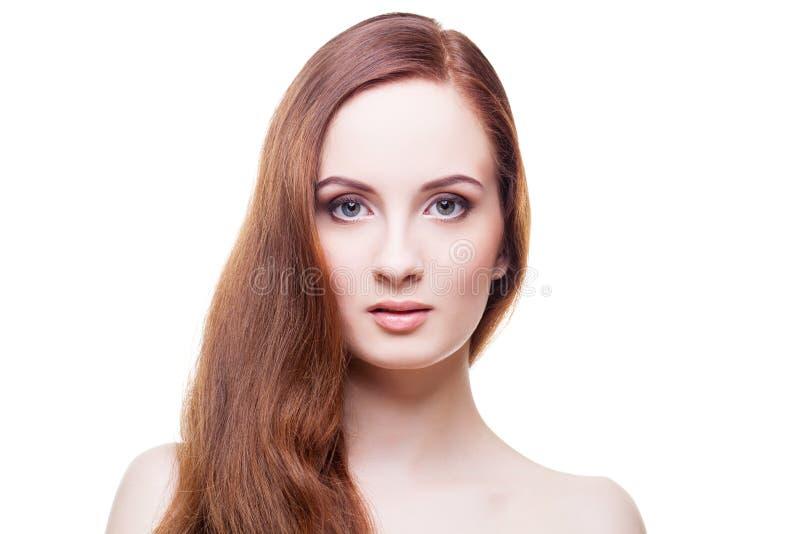 有长的红褐色的头发的美丽的女孩 库存照片