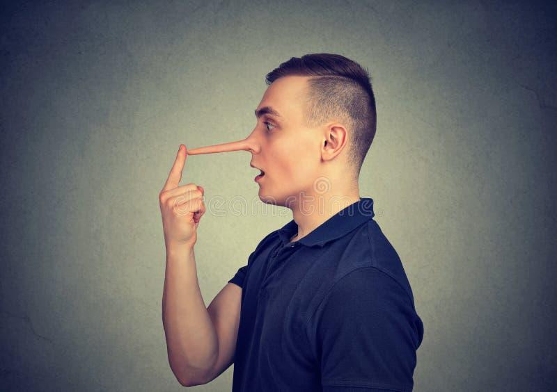 有长的鼻子的说谎者人 免版税图库摄影