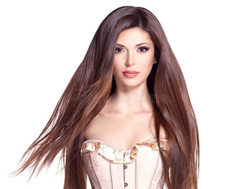 有长的直发的美丽的白俏丽的妇女 免版税库存照片
